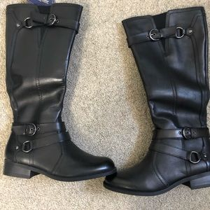 NWOT women's size 7.5 white mountain boots